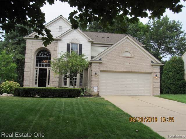 3683 Hidden Forest Dr Drive, Orion Twp, MI 48359 (#219085857) :: Springview Realty