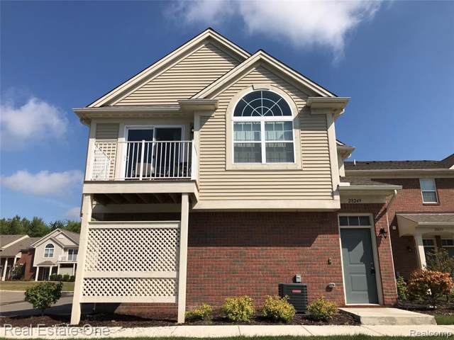 28249 South Pointe Lane, Chesterfield Twp, MI 48051 (#219086112) :: The Mulvihill Group
