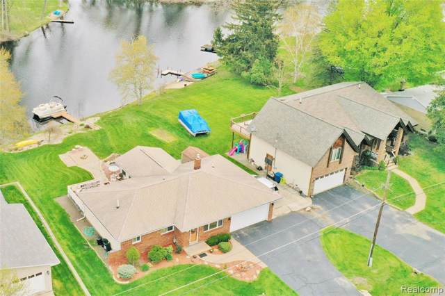 6425 Ellinwood Drive, White Lake Twp, MI 48383 (#219086158) :: The Mulvihill Group