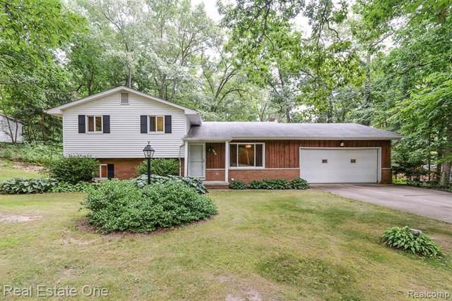 3820 Glen Hills Drive, Hartland Twp, MI 48353 (#219086321) :: GK Real Estate Team