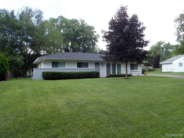 6580 Manson Drive, Waterford Twp, MI 48329 (#219086413) :: The Mulvihill Group