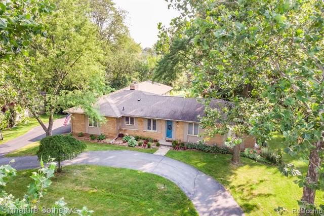 439 Roanoke Drive, Bloomfield Twp, MI 48301 (#219086471) :: The Mulvihill Group