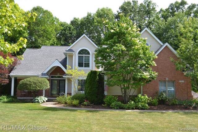 2262 Sandlewood Drive, White Lake Twp, MI 48383 (#219086484) :: The Mulvihill Group