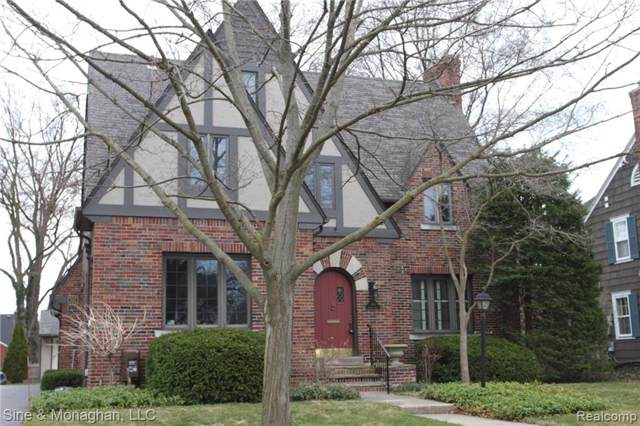 466 Lincoln Road, Grosse Pointe, MI 48230 (#219086699) :: The Mulvihill Group
