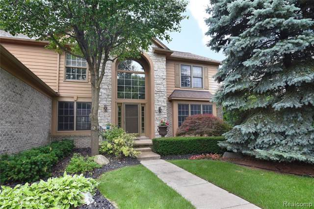 2827 Amberly Lane, Troy, MI 48084 (#219087033) :: Team DeYonker