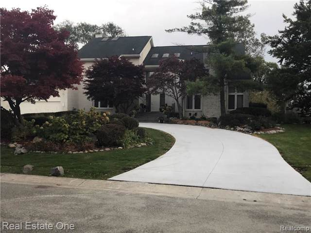 4197 Strathdale Lane, West Bloomfield Twp, MI 48323 (#219087039) :: RE/MAX Nexus