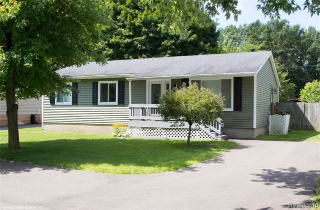 855 Crescent Lake Road, Waterford Twp, MI 48327 (#219087389) :: KNE Realty 360
