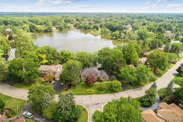 5085 Lake Bluff Rd, West Bloomfield Twp, MI 48323 (#219087479) :: RE/MAX Nexus