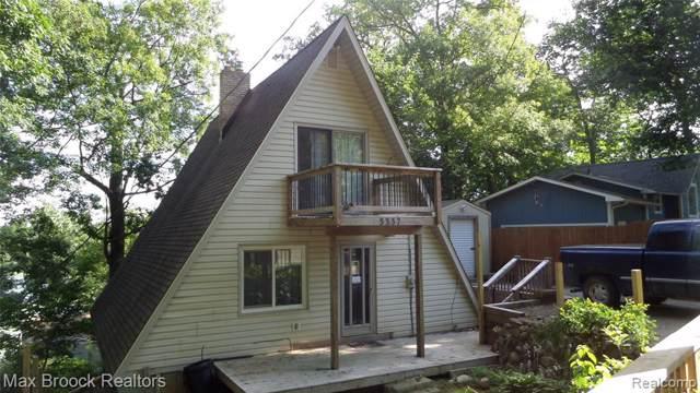 5337 Woodland, White Lake Twp, MI 48383 (MLS #219088065) :: The John Wentworth Group