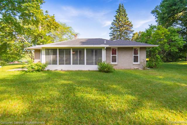 6011 Perry Road, Grand Blanc Twp, MI 48439 (MLS #219089999) :: The Toth Team