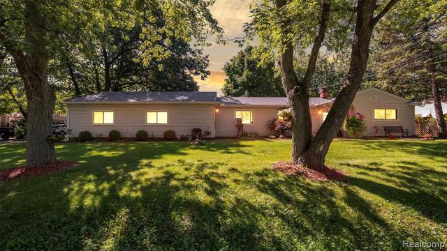 7231 Richardson Road, West Bloomfield Twp, MI 48323 (#219090159) :: The Buckley Jolley Real Estate Team