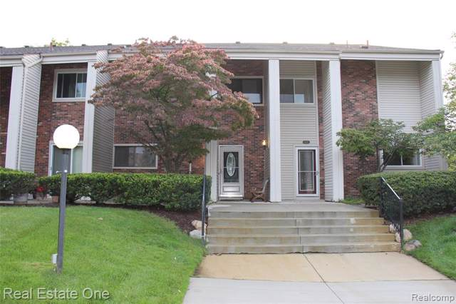 6114 Palomino Court, West Bloomfield Twp, MI 48322 (#219090652) :: The Buckley Jolley Real Estate Team