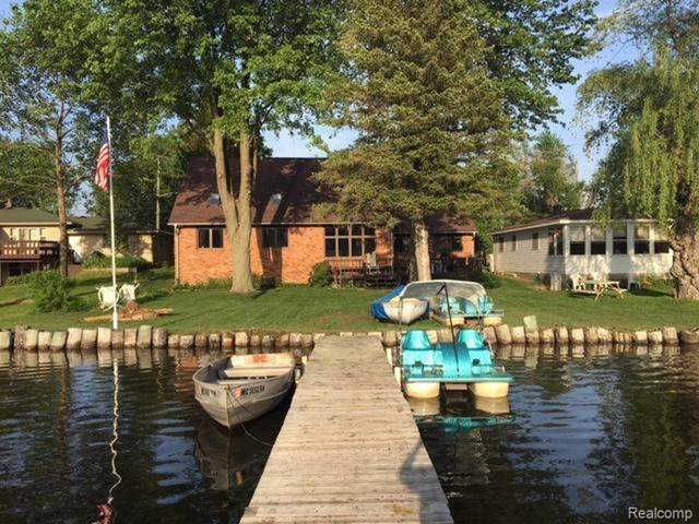 8639 Lakeview Boulevard, Independence Twp, MI 48348 (#219090749) :: The Buckley Jolley Real Estate Team
