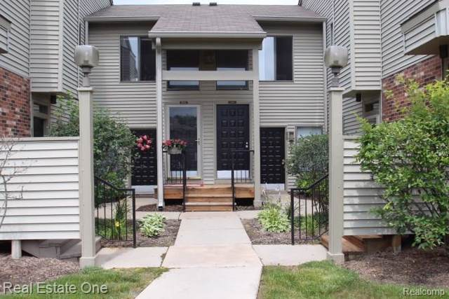 21440 Indian Creek #40, Farmington Hills, MI 48335 (#219090983) :: The Alex Nugent Team   Real Estate One