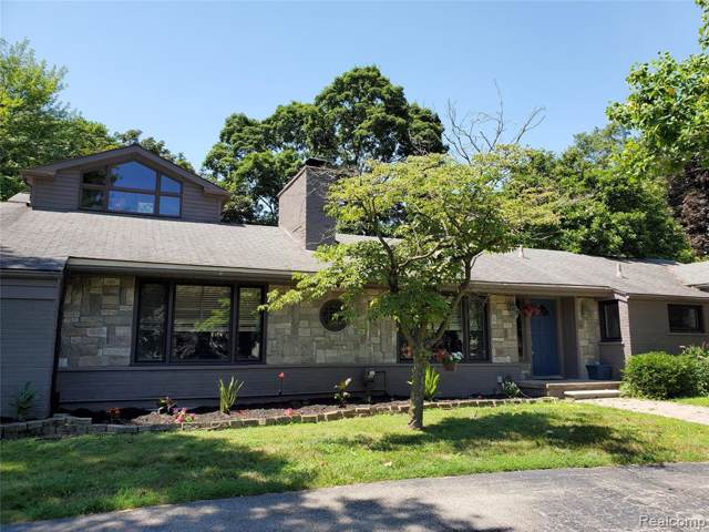 6730 Halyard Road, Bloomfield Twp, MI 48301 (#219091024) :: The Mulvihill Group