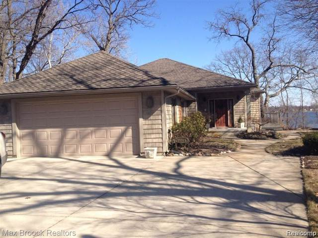 11321 N Shore Drive, Green Oak Twp, MI 48189 (#219091100) :: RE/MAX Nexus