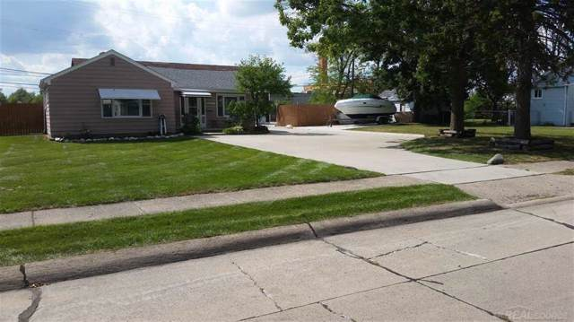 28471 Maple, Roseville, MI 48066 (#58031393384) :: The Mulvihill Group