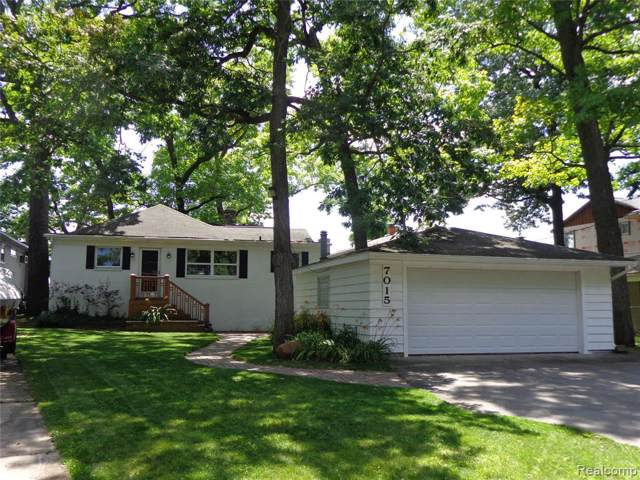 7015 Locklin, West Bloomfield Twp, MI 48324 (#219092002) :: The Buckley Jolley Real Estate Team