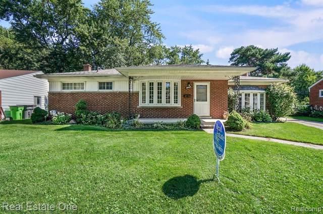 36026 Larchwood Street, Clinton Twp, MI 48035 (#219092294) :: The Alex Nugent Team | Real Estate One