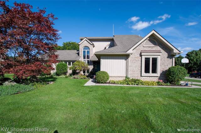 6067 Kiev Street, West Bloomfield Twp, MI 48324 (#219092511) :: Team Sanford