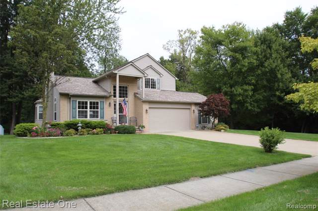 7202 Eagle Landings Lane, Waterford Twp, MI 48327 (MLS #219092519) :: The Toth Team