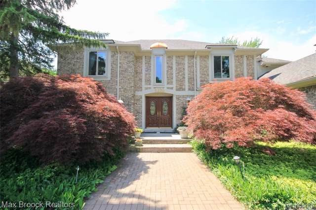 5220 W Bloomfield Lake Road, West Bloomfield Twp, MI 48323 (#219093287) :: The Mulvihill Group