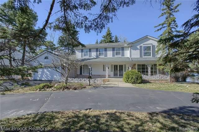 5076 Watergate Road, West Bloomfield Twp, MI 48323 (#219093308) :: The Buckley Jolley Real Estate Team