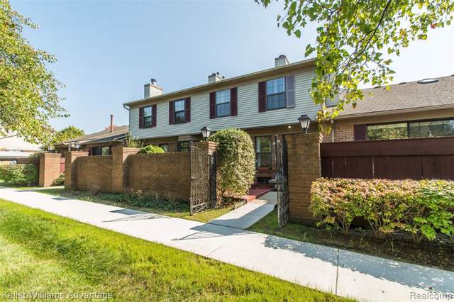 31107 Country Bluff, Farmington Hills, MI 48331 (#219094040) :: The Buckley Jolley Real Estate Team