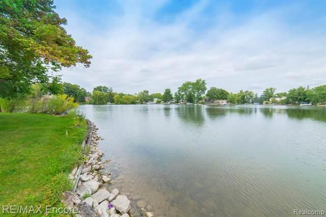 9036 Pontiac Lake Road, White Lake Twp, MI 48386 (#219094123) :: The Buckley Jolley Real Estate Team