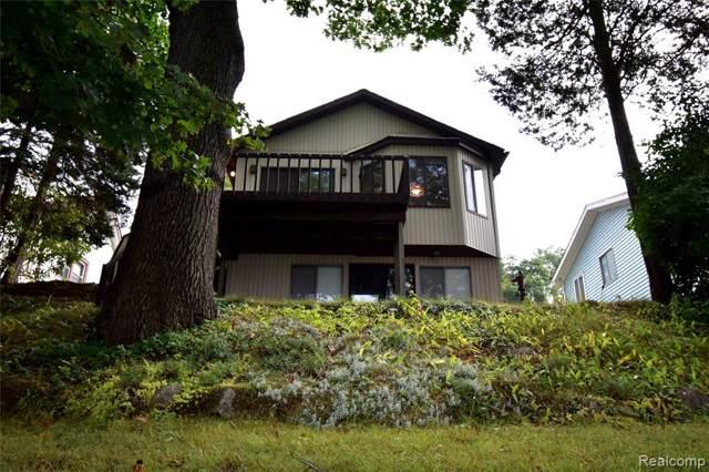 10334 Langley Drive, Hamburg Twp, MI 48169 (#219094266) :: The Buckley Jolley Real Estate Team