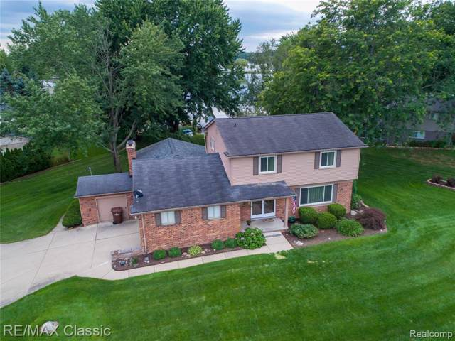 3571 Trentwood Drive, Commerce Twp, MI 48382 (#219094751) :: The Buckley Jolley Real Estate Team