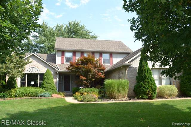 4350 Ravinewood Drive, Commerce Twp, MI 48382 (#219094972) :: The Buckley Jolley Real Estate Team