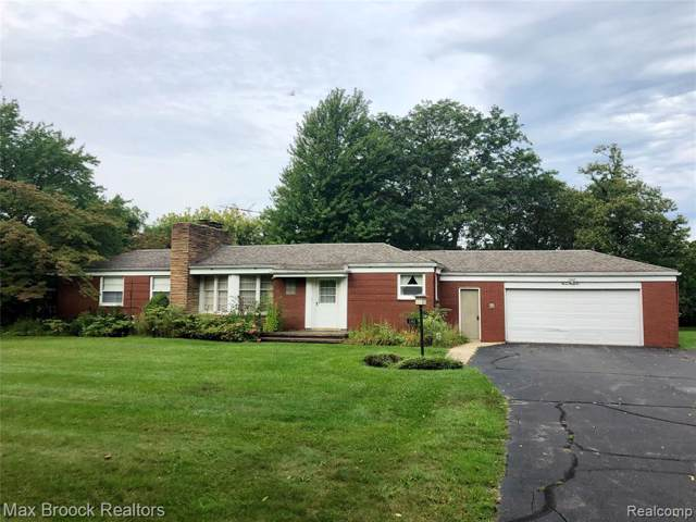 1392 S Williams Lake Road, White Lake Twp, MI 48386 (#219094981) :: RE/MAX Classic