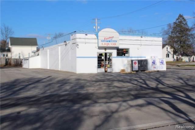 502 W Silver Lake Road, Fenton, MI 48430 (#219095302) :: RE/MAX Classic