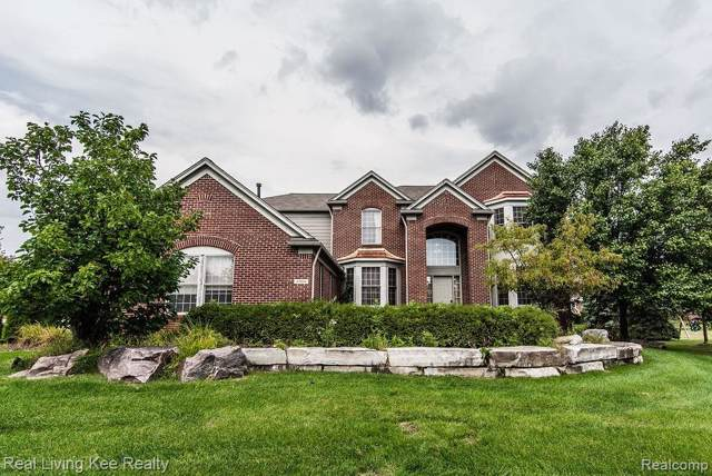 6904 Covington Court, West Bloomfield Twp, MI 48322 (#219095375) :: Team Sanford
