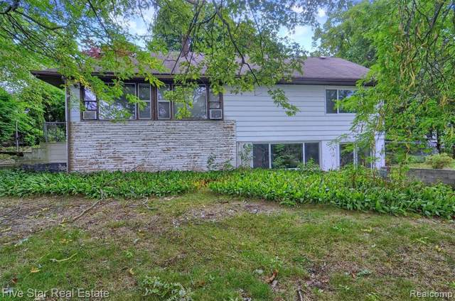 6803 Scotch Lake Drive, West Bloomfield Twp, MI 48324 (#219095501) :: The Buckley Jolley Real Estate Team