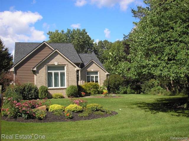 811 Hillcrest Drive, Orion Twp, MI 48362 (MLS #219095582) :: The Toth Team