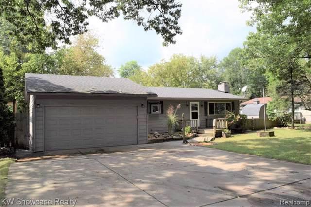 806 Round Lake Road, White Lake Twp, MI 48386 (#219095591) :: GK Real Estate Team