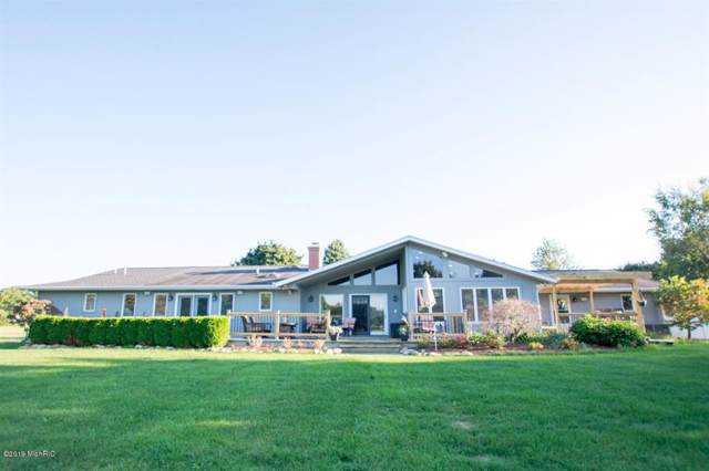 322 Fairway Dr, Coldwater Twp, MI 49036 (MLS #53019045323) :: The Toth Team