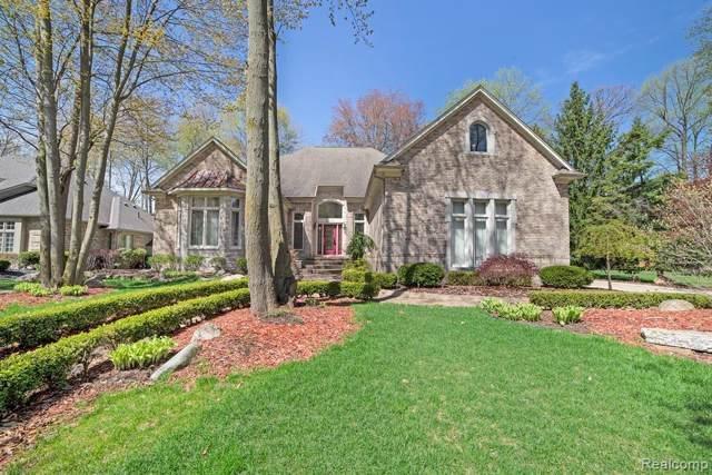 53707 Hunters Crossing Dr., Shelby Twp, MI 48315 (MLS #219095976) :: The John Wentworth Group