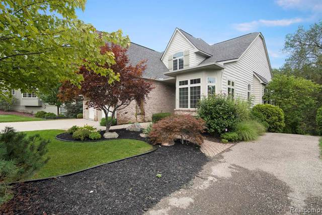 5394 Versailles Avenue, Genoa Twp, MI 48116 (#219096223) :: The Buckley Jolley Real Estate Team