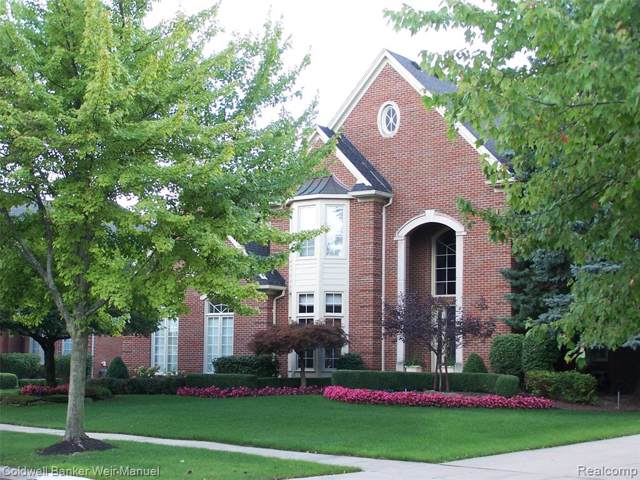 2079 Mapleridge Road, Rochester Hills, MI 48309 (#219096226) :: Team DeYonker