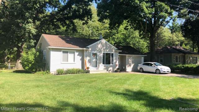 21204 Midway Avenue, Southfield, MI 48075 (#219096472) :: The Mulvihill Group
