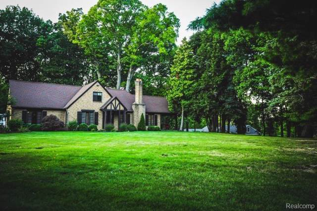 100 Inverness St, Howell, MI 48843 (#219096753) :: The Alex Nugent Team | Real Estate One