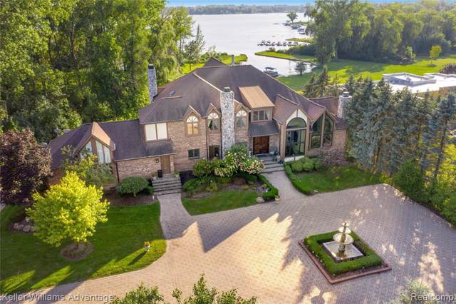 2035 Lone Pine Road, West Bloomfield Twp, MI 48323 (#219096778) :: The Mulvihill Group