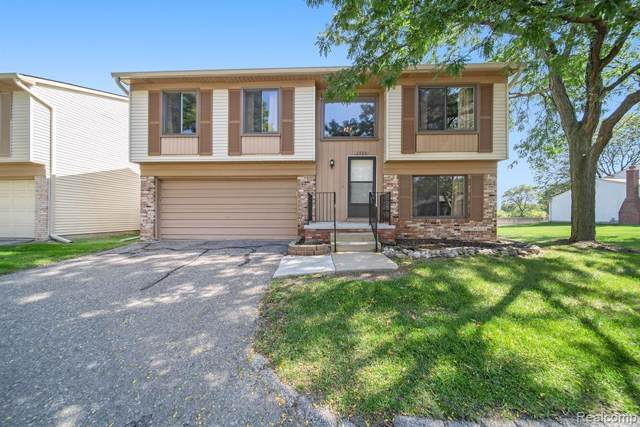 2920 Roundtree Drive, Troy, MI 48083 (#219097302) :: The Mulvihill Group