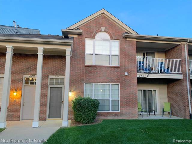 28104 Chesapeake Circle #334, Commerce Twp, MI 48390 (#219097438) :: The Buckley Jolley Real Estate Team