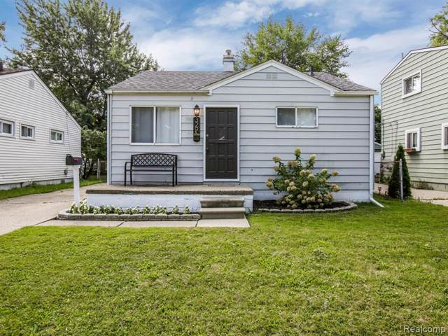 329 W Rowland Avenue, Madison Heights, MI 48071 (#219097792) :: The Buckley Jolley Real Estate Team
