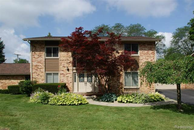 172 E Hickory Grove Road #4, Bloomfield Hills, MI 48304 (#219100798) :: The Buckley Jolley Real Estate Team