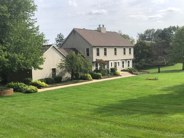 3381 Moraine Drive, Brighton Twp, MI 48114 (#219101350) :: The Mulvihill Group